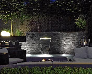 Verdeesvida una cascada iluminada por leds - Iluminacion para patios y jardines ...